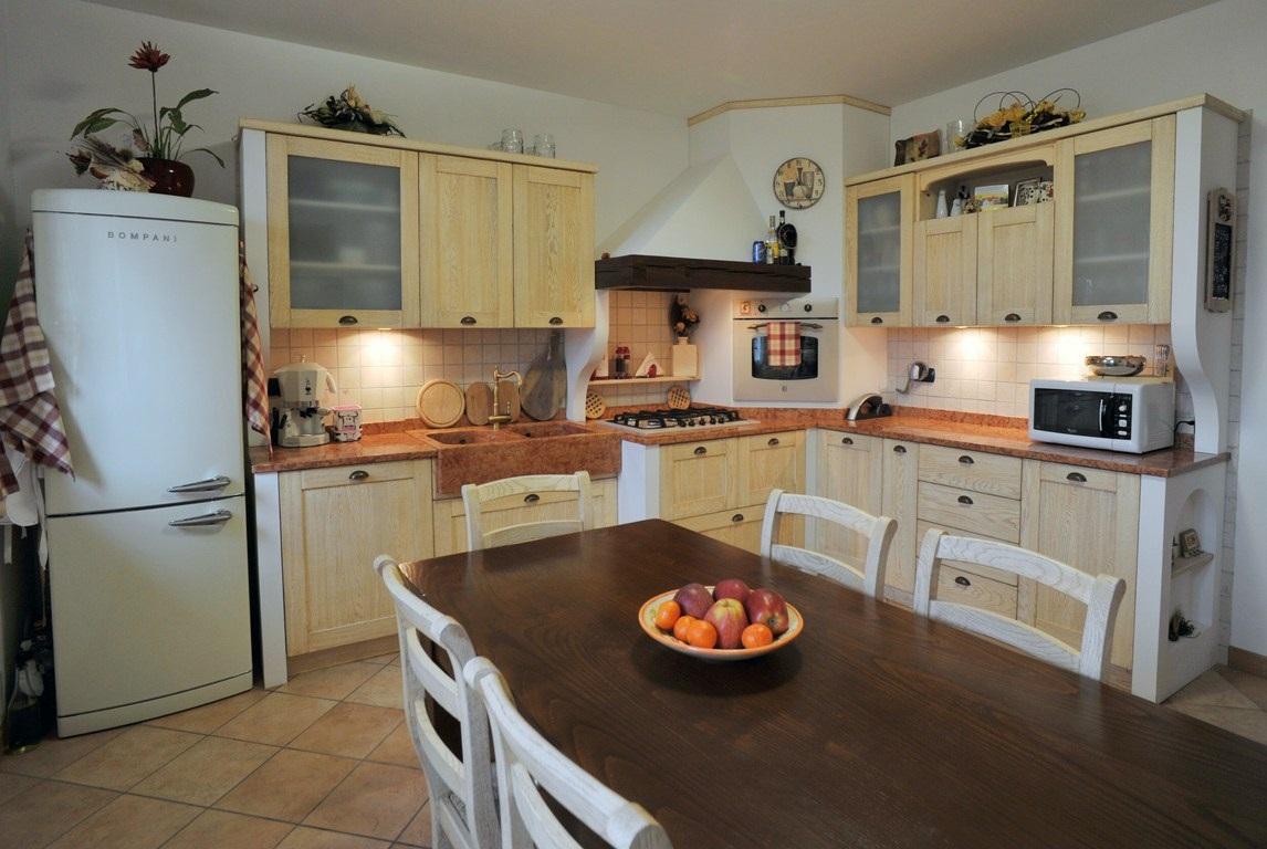 Arredamenti fazion cucine rustiche country e moderne for Arredamenti moreni