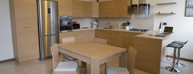 Cucina moderna in rovere spazzolato for Arredamenti moreni