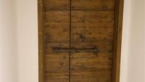 Porta antica restaurata ed adattata