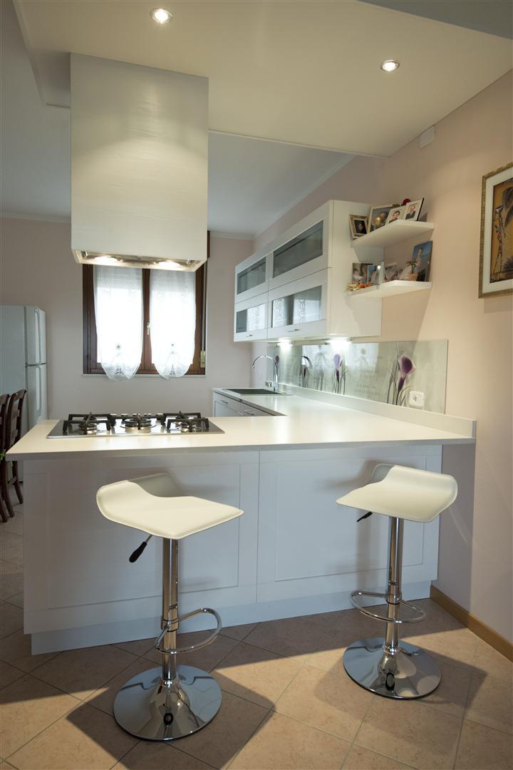 Cucina laccata con penisola - Cucina penisola ...