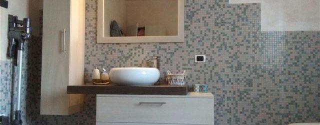 bagno su misura bicolore